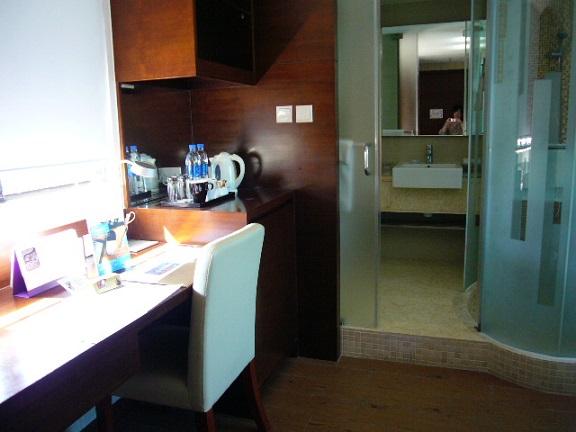 P1120060 The Bauhinia Hotel - Tsim Sha Tsui 4.jpg