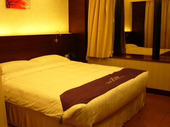 P1120084 The Bauhinia Hotel - Tsim Sha Tsui 1.jpg