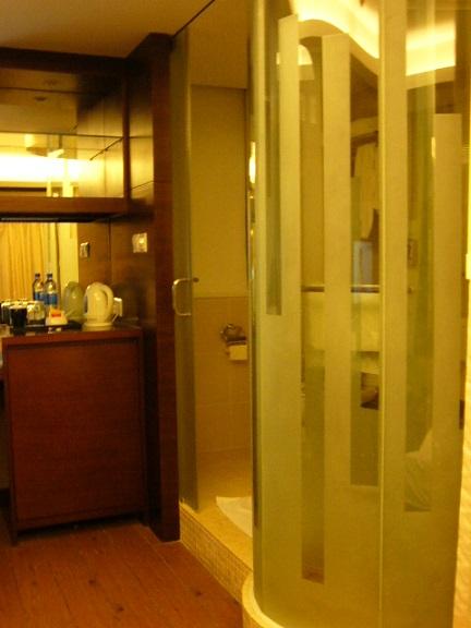P1120086 The Bauhinia Hotel - Tsim Sha Tsui 3.jpg