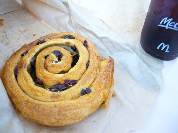 P1120271 mac cinnamon raisin roll.jpg