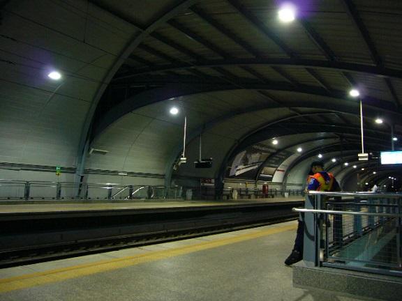 P1130020 Phaya Thai station.jpg
