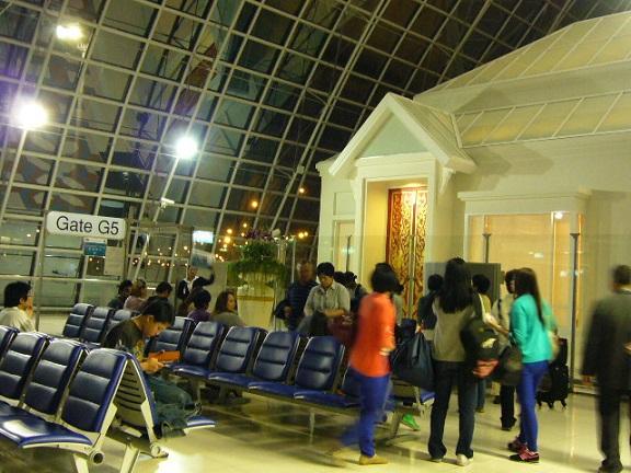 P1130028 suvarnabhumi airport gate.jpg