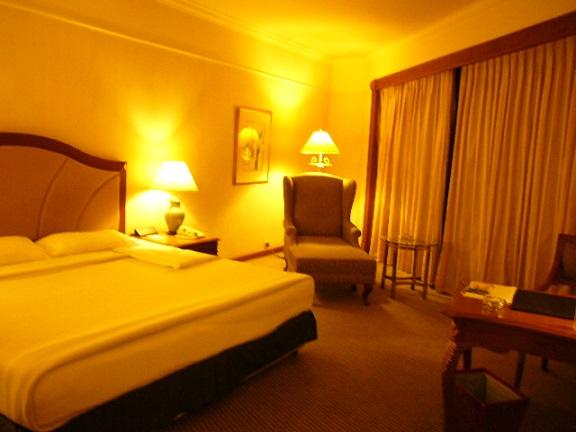 P1140330 Swissotel room2.jpg