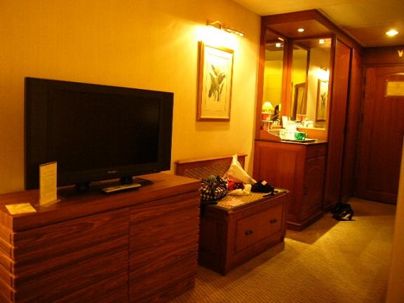 P1140335 Swissotel room4.jpg