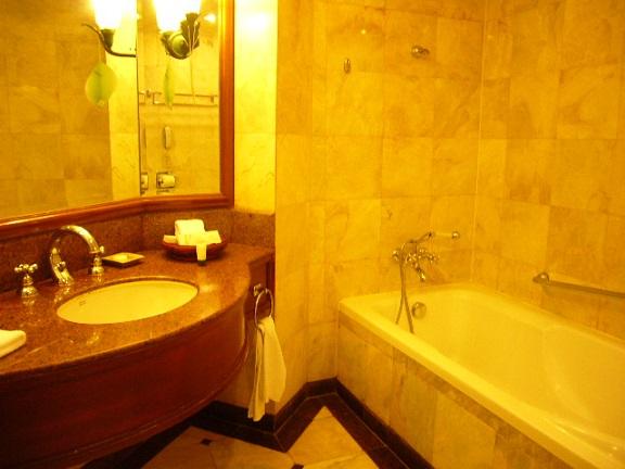 P1140342 Swissotel room1.jpg