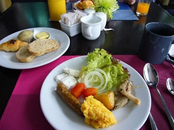 P1150210 Chatrium Hotel Riverside Bangkok breakfast.jpg