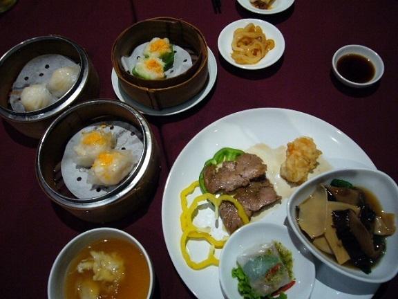 P1150642 BAIYOKE SKY HOTEL dinner.jpg